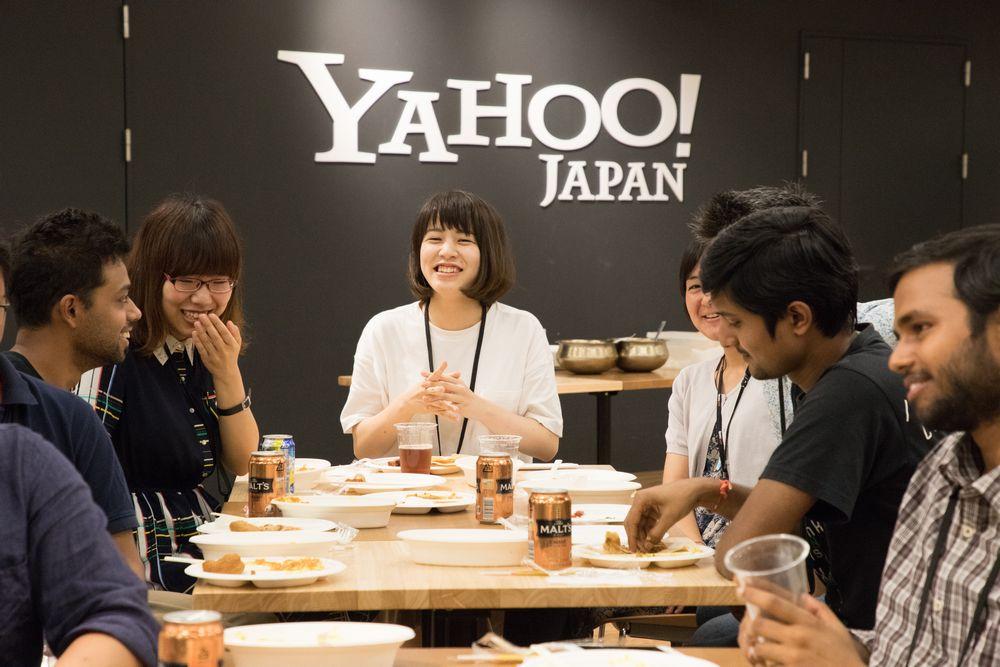 東京オフィスの社員食堂BASE11の様子