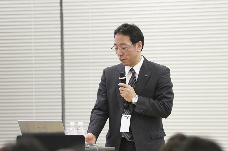 笑顔で語る東京電力の増田さん
