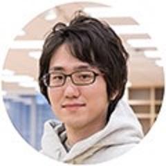 伊藤の顔写真。灰色のパーカーに、眼鏡をかけている。