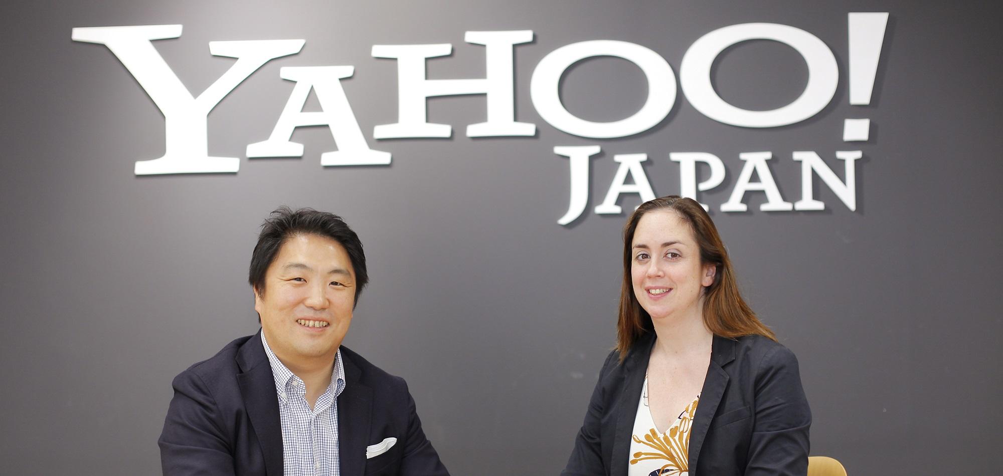 アランナさんと高田が並んで座っている様子の写真
