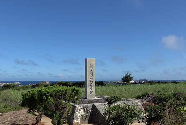 空襲など太平洋戦争の犠牲者を祀る慰霊塔(沖永良部島 和泊町)=2017年7月
