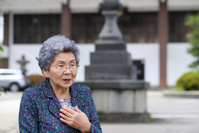 青森空襲のとき、富岡せつさんは小学校6年生だった=2016年6月
