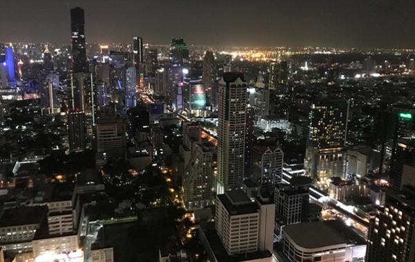 アジアのハブ都市として急速に発展するバンコクの夜景
