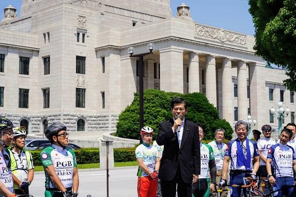 セレモニーで挨拶する石井啓一自転車活用推進本部長(国土交通大臣)