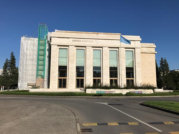国連ヨーロッパ本部の建物の一つが写っている写真。